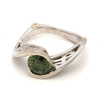 Green sapphire and diamonds fashion ring