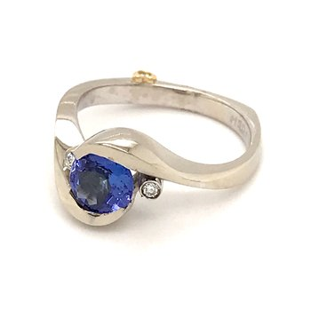 Tanzanite and diamonds fashion ring
