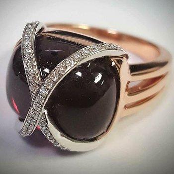 Rose 14 Karat Garnet Fashion Ring