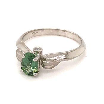Green sapphire and diamonds fashion ring