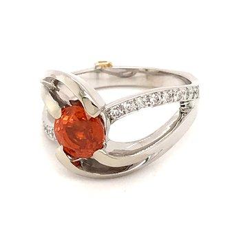 Mandarin garnet and diamonds fashion ring