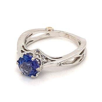 Tanzanite and diamonds fashion ring