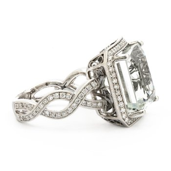 AQUAMARINE AND DIAMOND FASHION RING