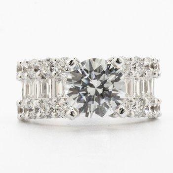 WHITE GOLD DIAMOND ENGAGEMENT RING