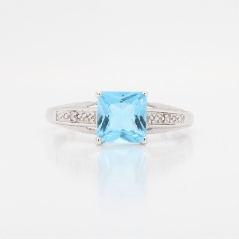GNM Jewellery Collection 10K Sky Blue Topaz Ring