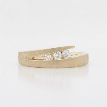 10K Split V Diamond Ring, 0.15 TDW