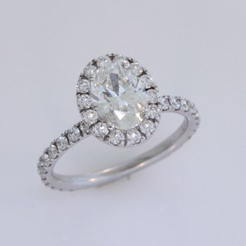 Oval Diamond Halo in 18 Karat White Gold