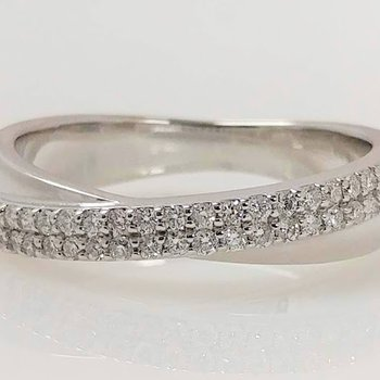14KW Crossover Diamond Ring