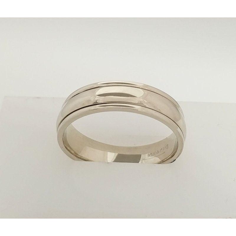 Showcase Collection 14KW Gents Wedding Band