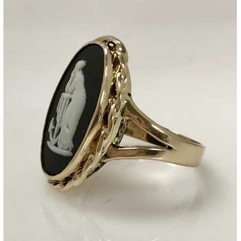 10k Wedgewood Cameo Ring