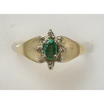 10KY Emerald Cluster Ring
