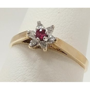 10KY Ruby Cluster Ring