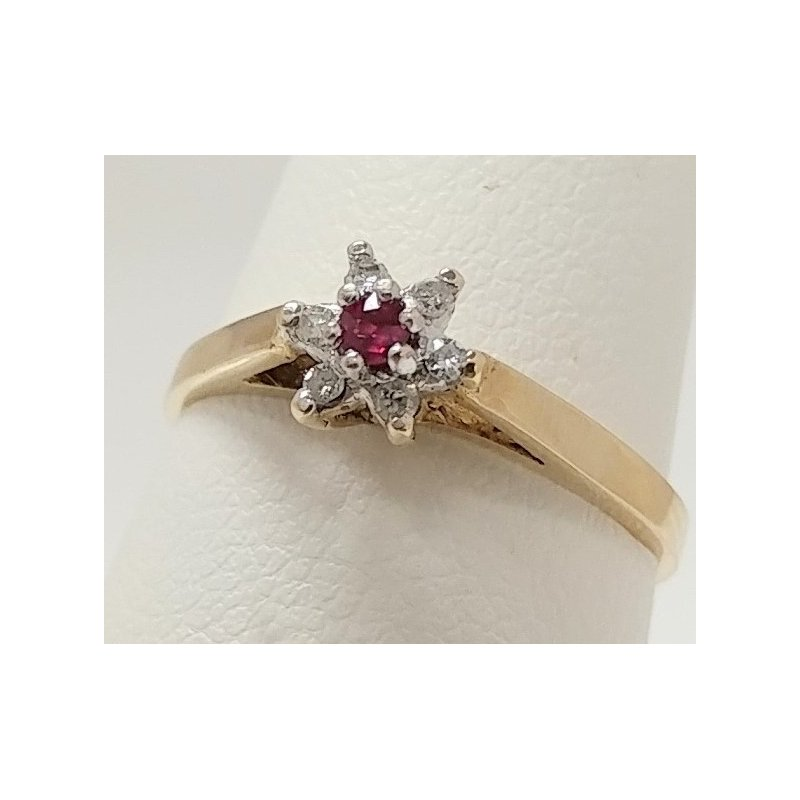Estate Specials 10KY Ruby Cluster Ring