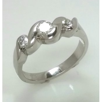 18KW Three Stone Diamond Ring