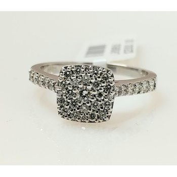 18KW Multi Stone Diamond Ring