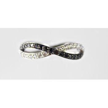 14 Kt White Gold Black & White Diamond Band
