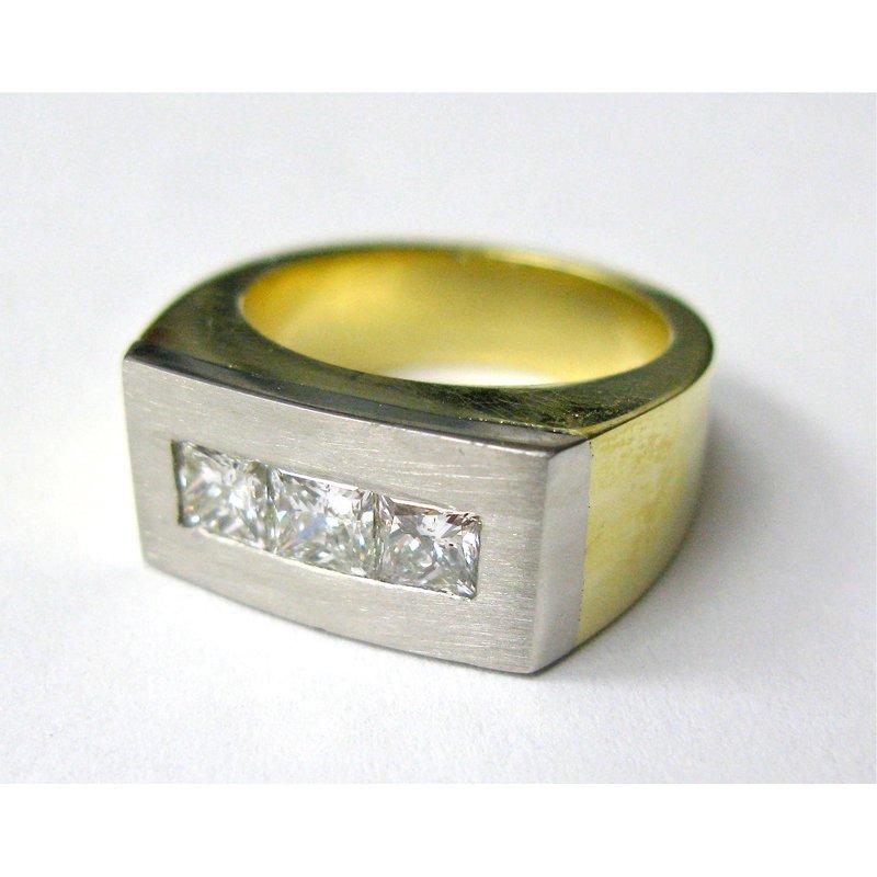 Thomas Farley Design Gents 18 Kt and Platinum Diamond Band
