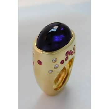 14 Kt Yellow Gold Cabochon Amethyst with Pink/White Sapphires