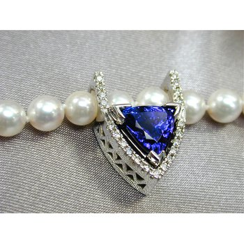 Tanzanite and Diamond Pearl Enhancer