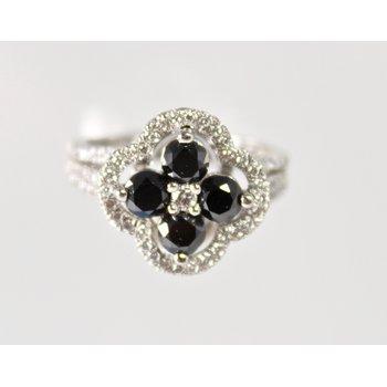18 Kt White Gold Black and White Diamond Ring