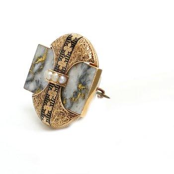 Natural Pearl Pin