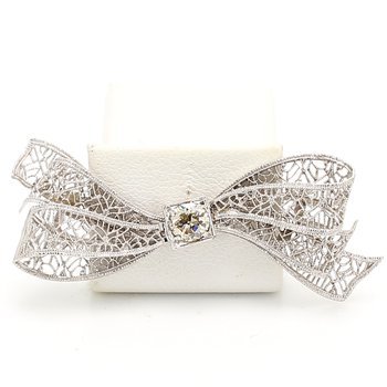 Bow Diamond Pin