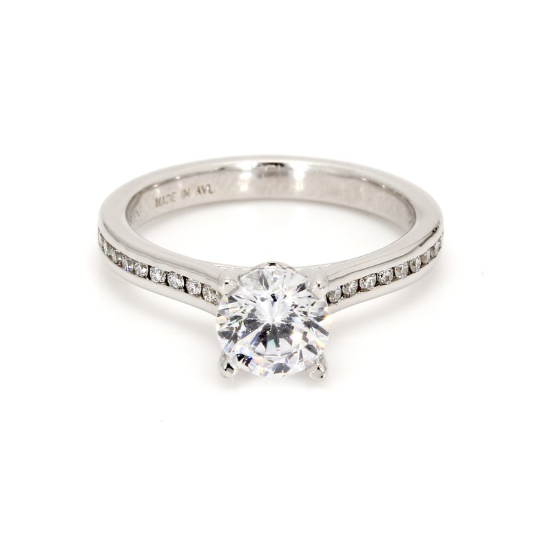 Classique Engagement Ring with Diamonds