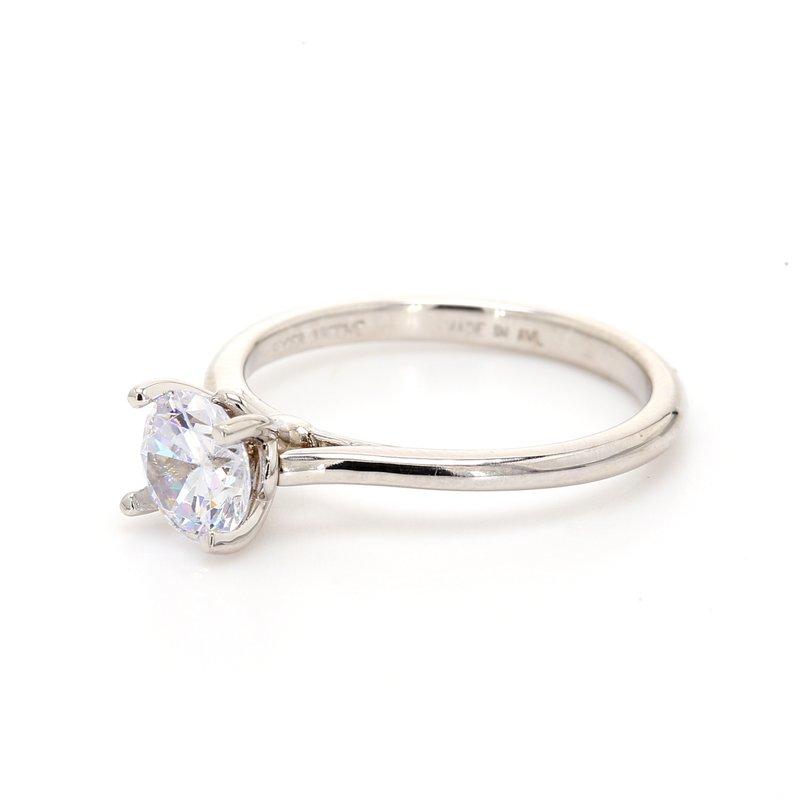 Classique 14 Karat Gold Engagement Ring Mounting