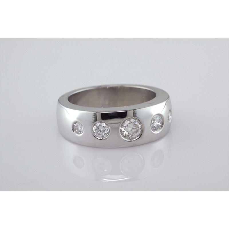 Faini Custom Flush Set Diamond Ring