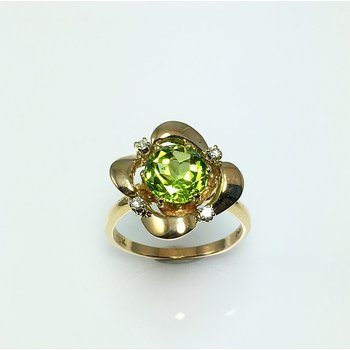 Lady's Peridot and Diamond Ring