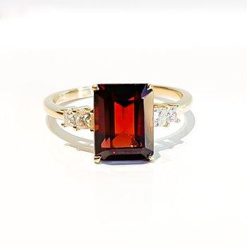 Yellow Gold Garnet & Canadian Diamond Ring