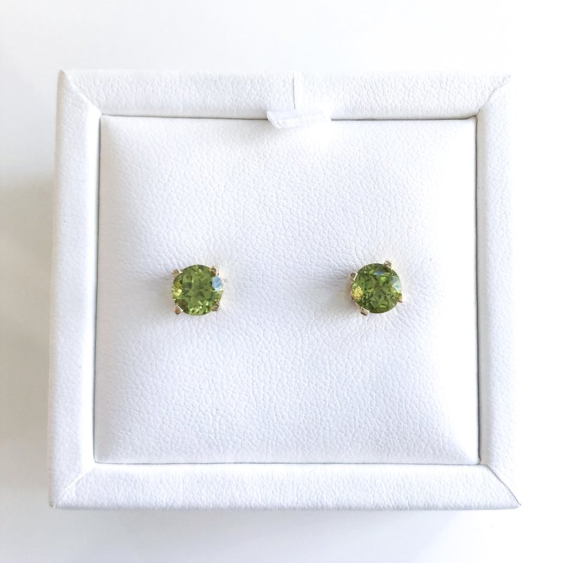 HJ Gemstone Collection Yellow Gold Peridot Stud Earrings