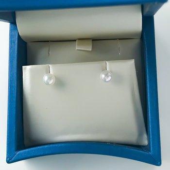 "14KW ""A"" Akoya Pearl Studs (5.5 - 6mm)"