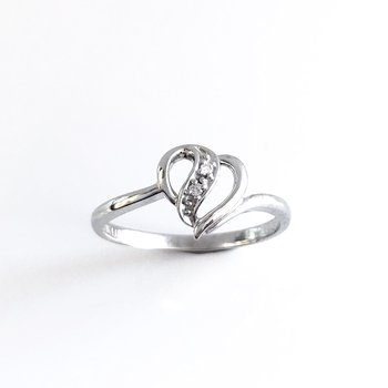 Dainty Heart Diamond Ring
