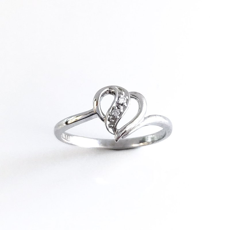 Corona Dainty Heart Diamond Ring
