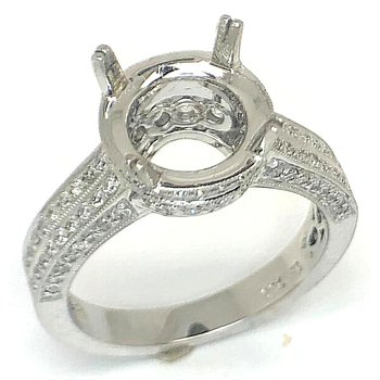 18kt White Gold ring with Round Diamonds