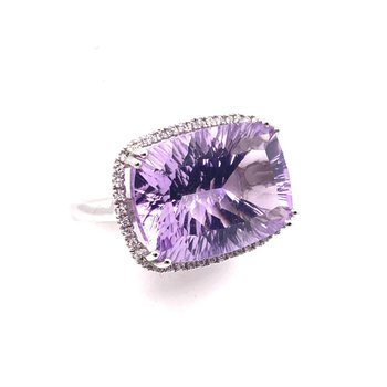 White Gold Ring with 13.63 ct Amethyst, Accompanied by a Halo of Diamonds