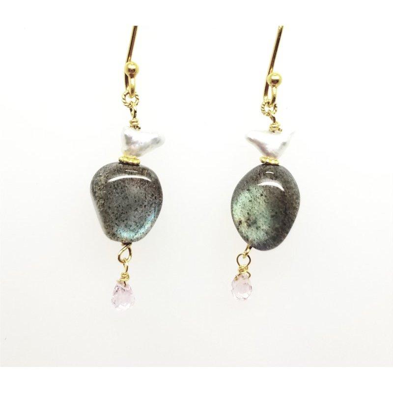 18 Karat Yellow Earrings With 2 Labradorites, 2 Gray Keshi Pearls, 2 Sapphires