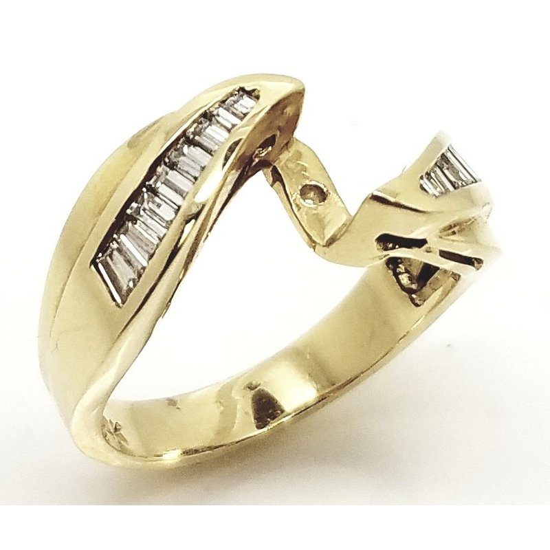 14kt Yellow Gold Bypass Ring with Diamonds