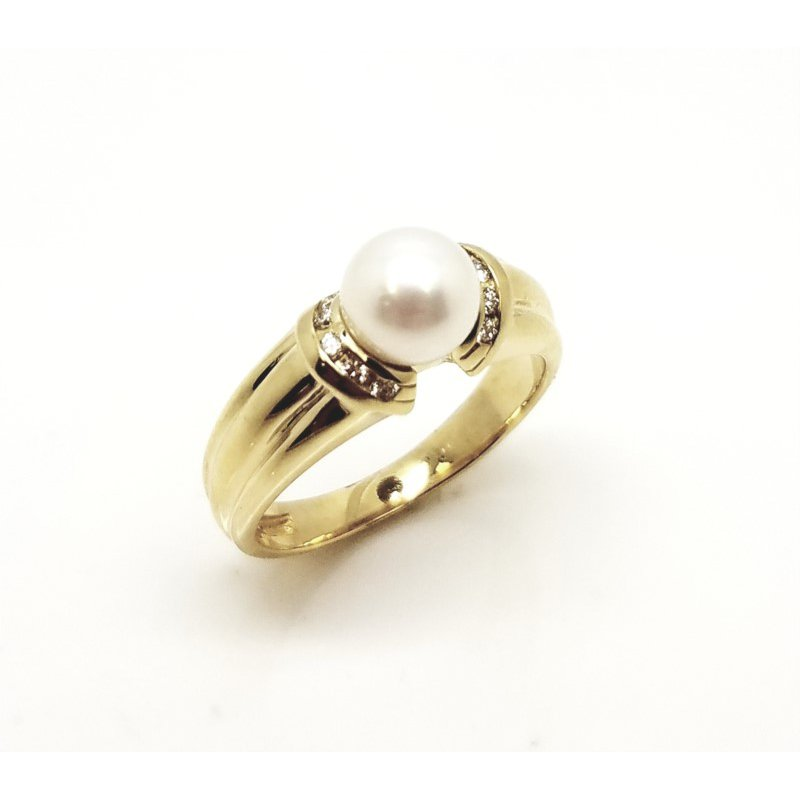 Statement Ribbed Band Ring with Pearl and Diamonds