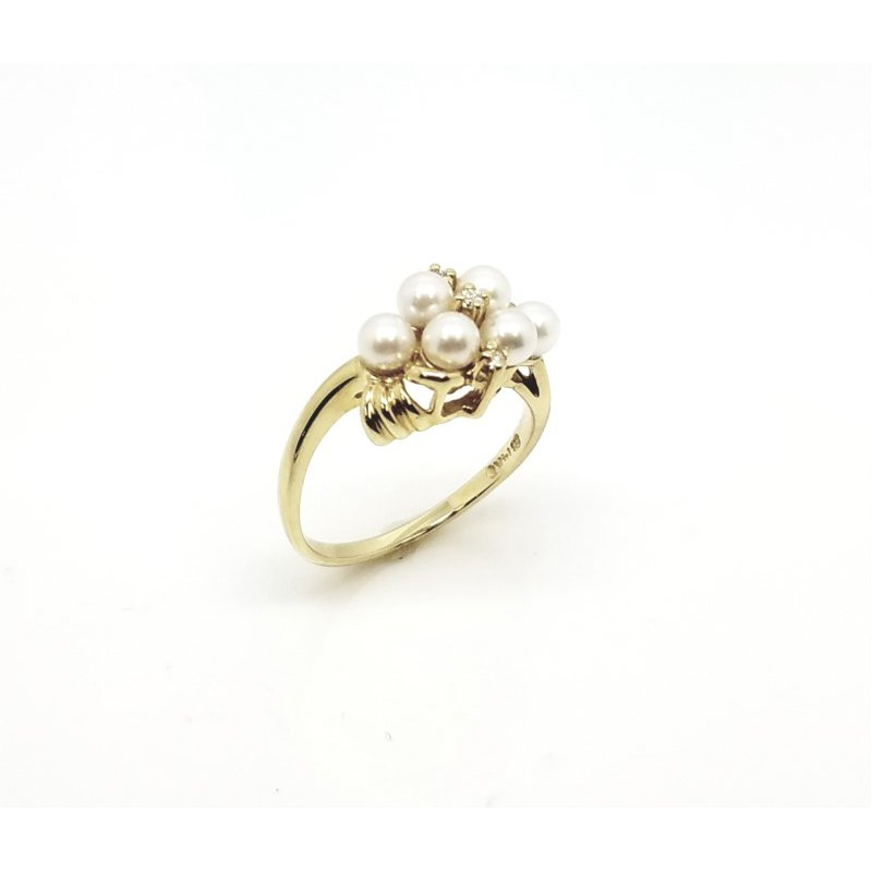 Sweet Cluster Ring Pearls and Diamonds