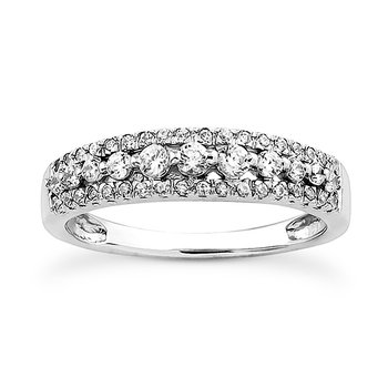 band with large and small diamonds