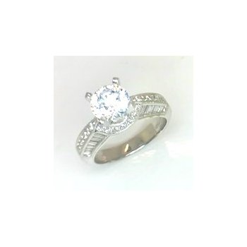 Stunning Platinum Ring with Round and Baguette Diamonds