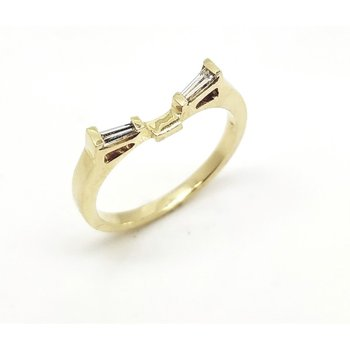 Yellow Gold Fitted Wedding Band with Baguette Diamonds