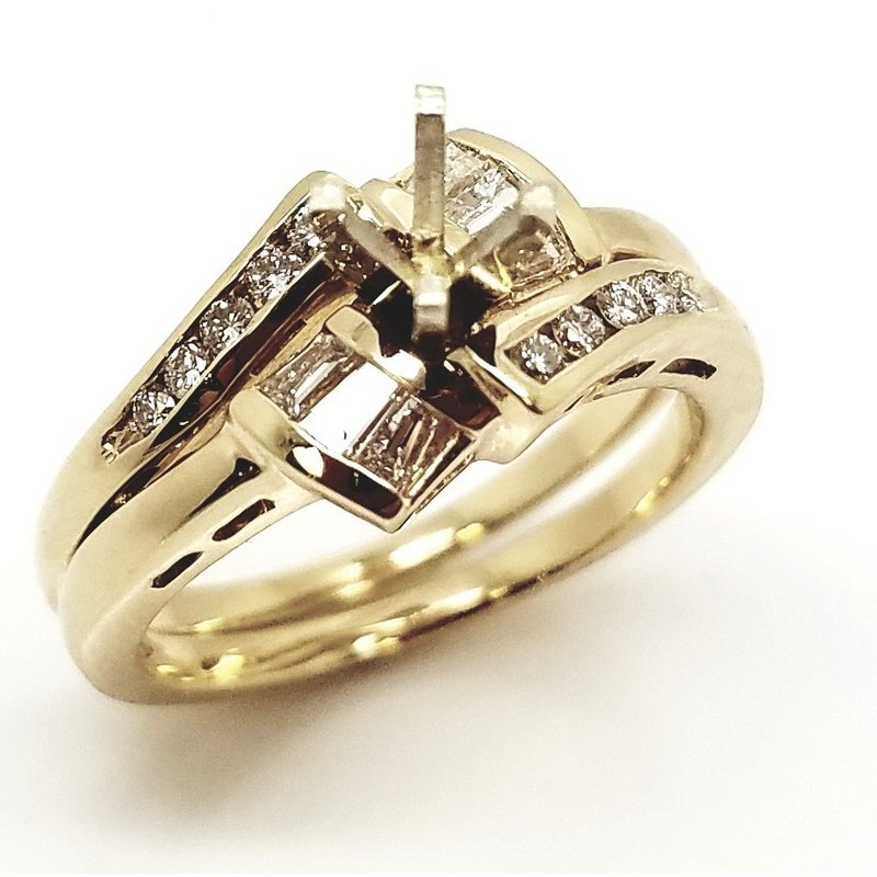 14kt Yellow Gold Ring Set with Round and Baguette Diamonds
