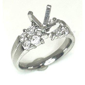 Classic Platinum ring with 8 Round Diamonds