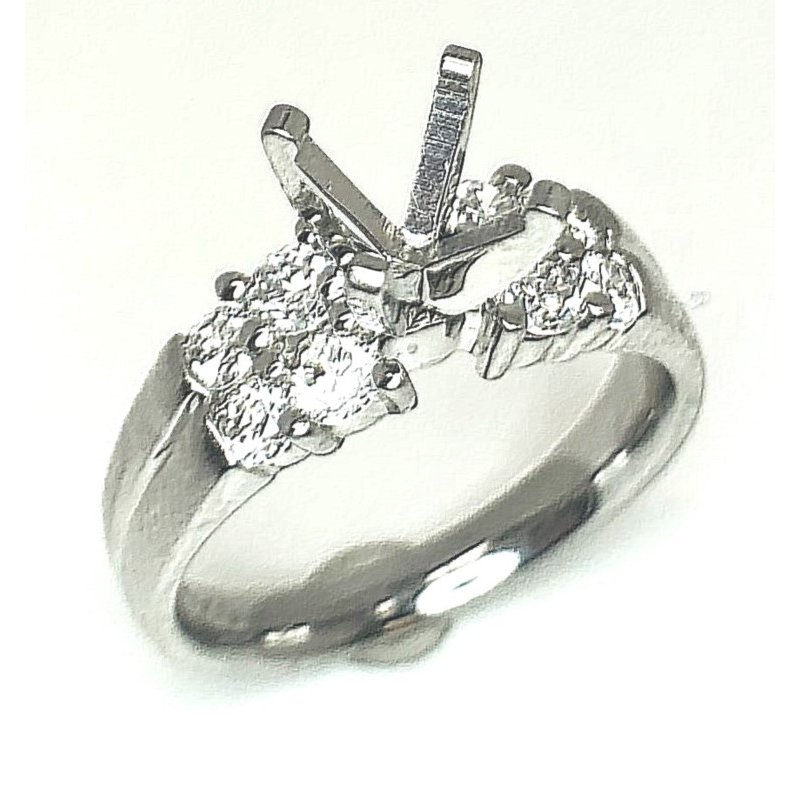 Classic Platinum ring with 8 Round Diamonds