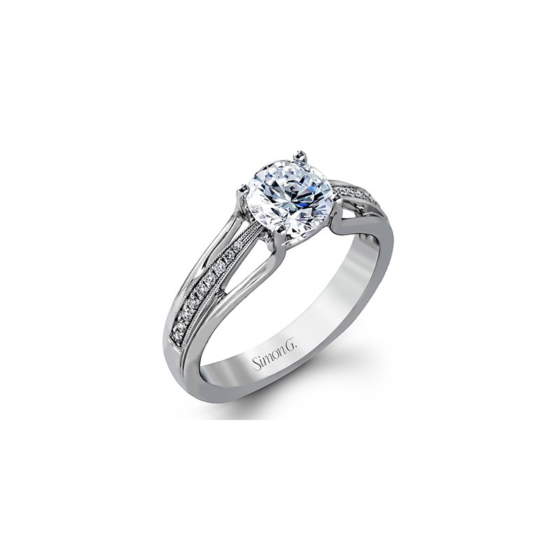 18kt Ring with Graduated Diamonds