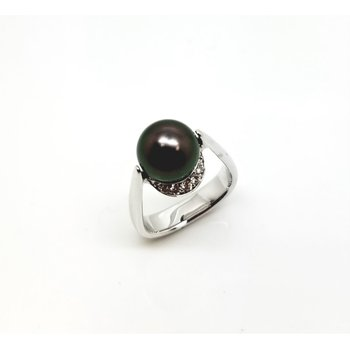 White Gold Diamond and Pearl Ring