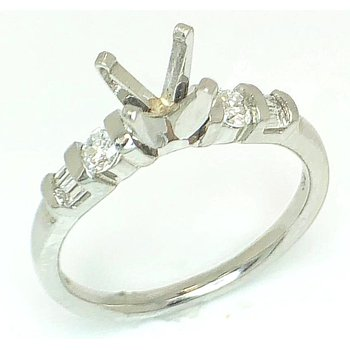 Novel Platinum ring with Round and Baguette Diamonds